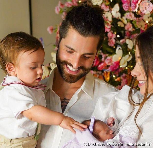Romana Novais mostra amamentação de Raika dois dias após filha deixar o hospital
