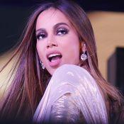 Anitta em NY: cantora aposta em pulseira de R$ 400 mil, pele fake e mais. Aos looks!