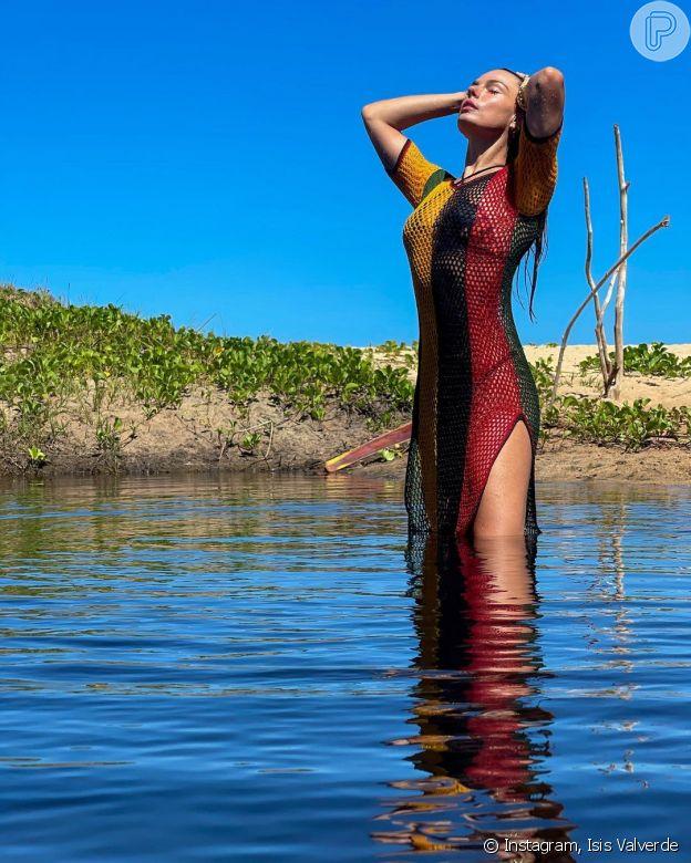 Isis Valverde usa mesmo vestido de Rihanna