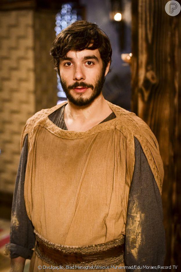Abraão (Vitor Novello) é o marido de Sarai (Laryssa Ayres/Adriana Garambone) que quer ter um filho, mas é surpreendido pela infertilidade da mulher, na novela 'Gênesis'