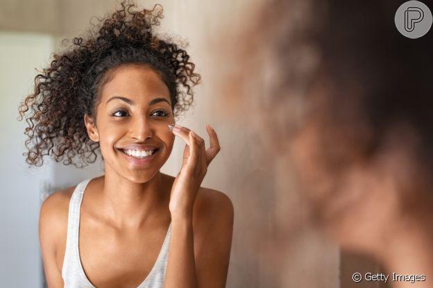 A vitamina C deixa a pele mais iluminada, como um glow saudável e natural