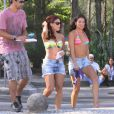 Paloma Bernardi também gravou 'Salve Jorge' na praia nesta terça-feira (5)