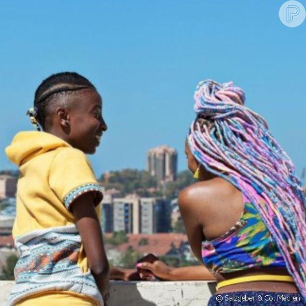 Rafiki conta a história de jovens quenianas que enfrentam obstáculos na relação
