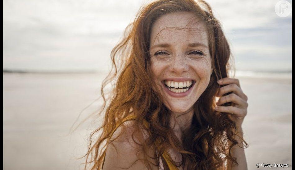 Reforçar a proteção da pele com acessórios também ameniza a rosácea