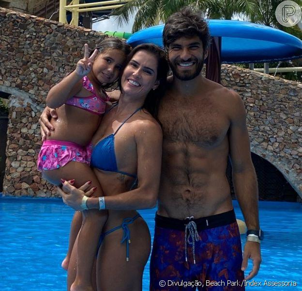 Deborah Secco valoriza conexão com a filha, Maria Flor, em viagem: 'Nas férias, sou só dela'