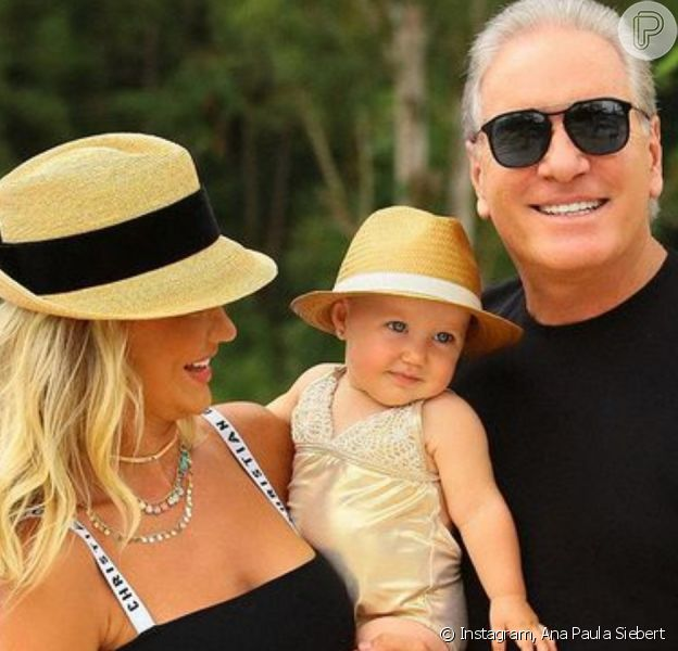 Ana Paula Siebert faz viagem de aniversário com Roberto Justus e filha