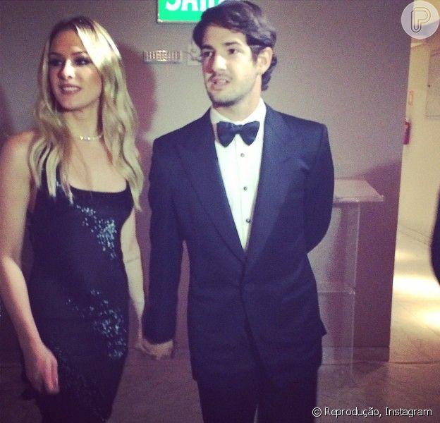 Fiorella Mattheis e Alexandre Pato comparecem juntos a evento beneficente e já não escondem o namoro