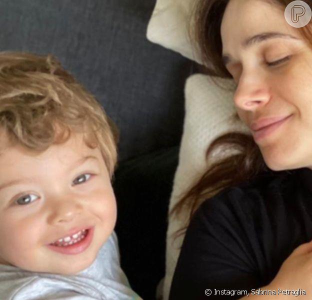 Sabrina Petraglia reuniu os filhos, Gael, de quase 2 anos, e Maya, de 3 meses, em foto, nesta sexta-feira, 9 de abril de 2021