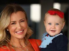 Ana Paula Siebert posa com filha antes de viagem e detalhe na bebê chama atenção. Saiba!