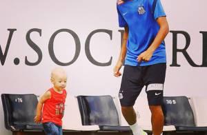 Neymar posta foto jogando bola com seu filho, Davi Lucca