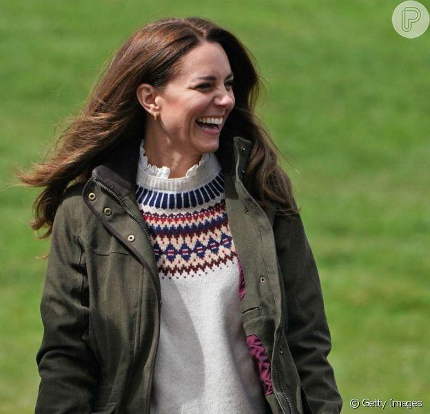 Kate Middleton usa tricô sustentável em look: peça de R$ 1,4 mil é a cara do outono. Detalhes!