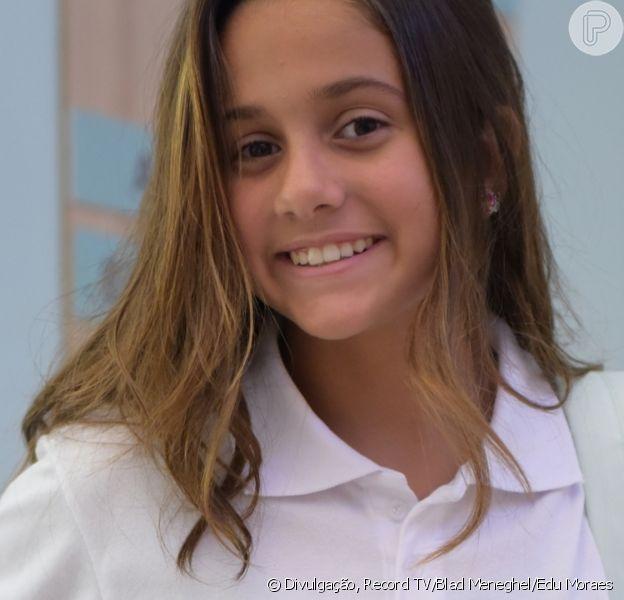 Myrella Vitória, Jade da novela 'Topíssima', reúne fotos de biquíni e exibe cabelo colorido na web