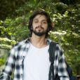 Novela 'Salve-se Quem Puder': Alejandro (Rodrigo Simas) é músico e aparece na história para procurar Luna (Juliana Paiva)