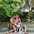 Mariana Goldfarb e Cauã Reymond levam vida em meio à natureza e próximos dos animais
