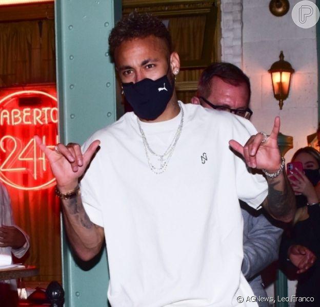 Neymar, ex-BBB Gilberto, Munik Nunes, Flay e mais famosos são flagrados na saída do restaurante Paris 6, em São Paulo, na noite desta segunda-feira, 24 de maio de 2021