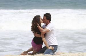 'Salve Jorge': Rodrigo Lombardi e Nanda Costa gravam cena de beijo na praia