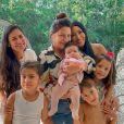 Simone e Simaria reuniram a mãe e seus respectivos filhos em foto. Simone é mãe de Henry e Zaya; e Simaria, de Pawel e Giovanna