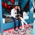 Gabi Martins usa look romântico caipira e ganha beijo de Tierry: 'Olha a noiva!'