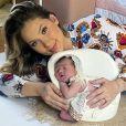 Virgínia Fonseca protagonizou um ensaio newborn com a filha