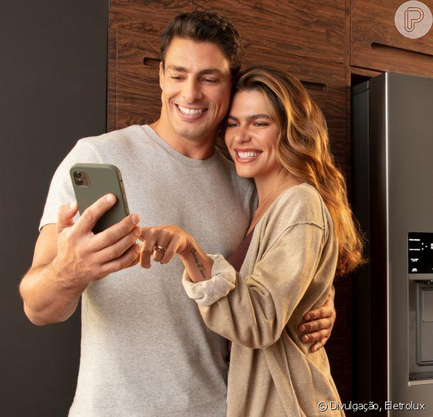 Cauã Reymond e a mulher, Mariana Goldfarb, em campanha da Eletrolux