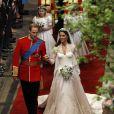 O Instagram oficial do Duque e da Duquesa de Cambridge publicou foto de Kate Middleton com o pai no dia de seu casamento