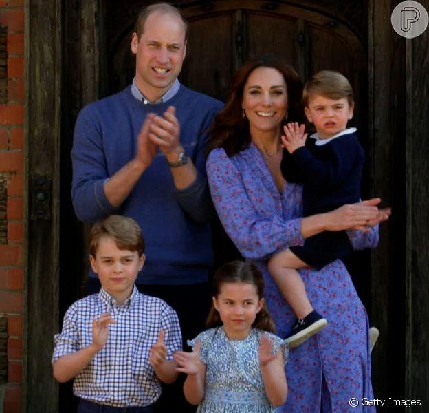 Nova foto de Príncipe William abraçado com os três filhos agita web no Instagram