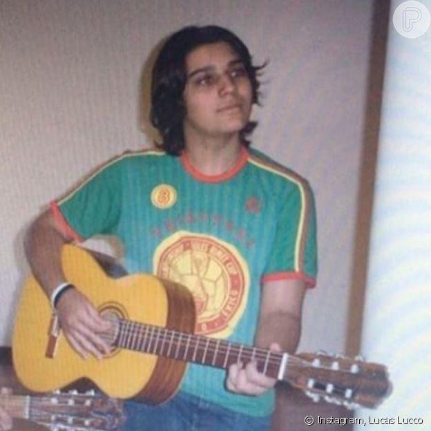 Lucas Lucco compartilha foto ainda adolescente, bem diferente do visual atual