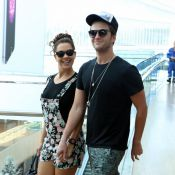Fabiula Nascimento passeia de mãos dadas com namorado, Gil Coelho, no Rio