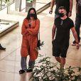 Aline Riscado e o ex-BBB Arthur foram fotografados juntos em shopping