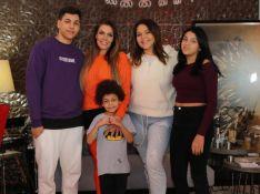 Simony reúne o noivo, Felipe Rodriguez, e os 4 filhos em festa de 45 anos. Fotos e vídeo!