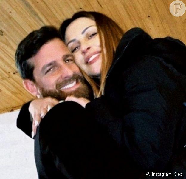 Cleo mostra novas fotos de casamento e ex-marido Romulo Neto parabeniza: 'Muito amor'