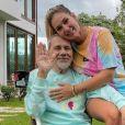Virgínia chora ao falar sobre o pai, internado com pneumonia