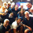 Caio Castro e os amigos mudaram o visual especialmente para o casamento de um dos melhores amigos do ator