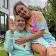 Virgínia conversa com equipe médica para entender quadro de saúde do pai, internado com pneumonia desde julho