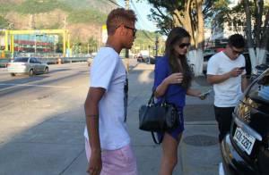 Neymar é visto no Rio com a namorada, Bruna Marquezine, após noitada com amigos