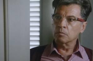'Império': Téo Pereira faz escândalo no Tribunal, ameaça ficar nu e é preso