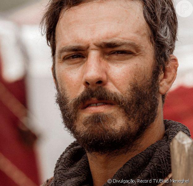 Novela 'Gênesis': Judá (Thiago Rodrigues) convence irmãos a venderem José (Juliano Laham) como escravo após atirarem ele em um buraco