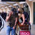 Diogo Nogueira foi para São Paulo para acompanhar Paolla Oliveira em compromissos familiares