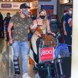 Paolla Oliveira e Diogo Nogueira foram fotografados desembarcando no Aeroporto de Congonhas, em São Paulo