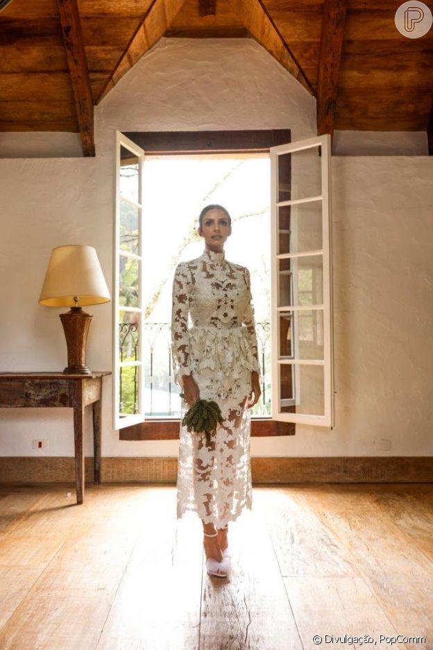 Vestido de Carol Celico foi feito a partir de tule rendado