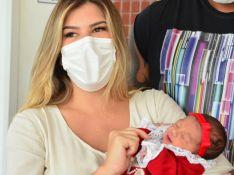Lorena Improta mostra foto de reação no corpo às cólicas da filha com Leo Santana: 'Tensa'