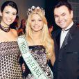Grazi Massafera posa, há 9 anos, toda orgulhosa lado do presidente do Miss Paraná, Wall Barrionuevo
