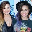 Demi Lovato deixou as californianas de lado no mês de junho e aderiu ao ombré hair roxo