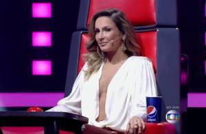 Claudia Leitte conta que usa adesivo nos seios para evitar mostrar demais