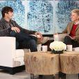Ashton Kutcher fala da experiência de ser papai de primeira viagem no programa 'The Ellen Show', em 12 de dezembro de 2014