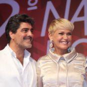Xuxa vai ao Natal do Bem com o namorado, Junno Andrade, e posa com ex-paquitas