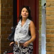Juliana Knust exibe barrigão de 8 meses de gravidez ao passear em shopping do RJ
