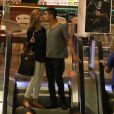 Guilherme Leicam levou a namorada, Bruna Altieri, ao cinema na noite de segunda-feira, 5 de janeiro de 2015. Enquanto compravam os bilhetes para a sessão, eles trocaram muitos beijos apaixonados e sorriram para a câmera ao perceberem que estavam sendo clicados