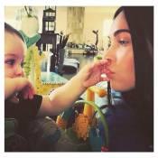 Megan Fox posta foto com filho caçula, Bodhi, no Instagram: 'Vou lhe dar asas'