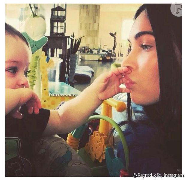 Megan Fox posta foto no Instagram com o filho caçula, Bodhi. 'Vou lhe dar raízes e asas', legendou a imagem